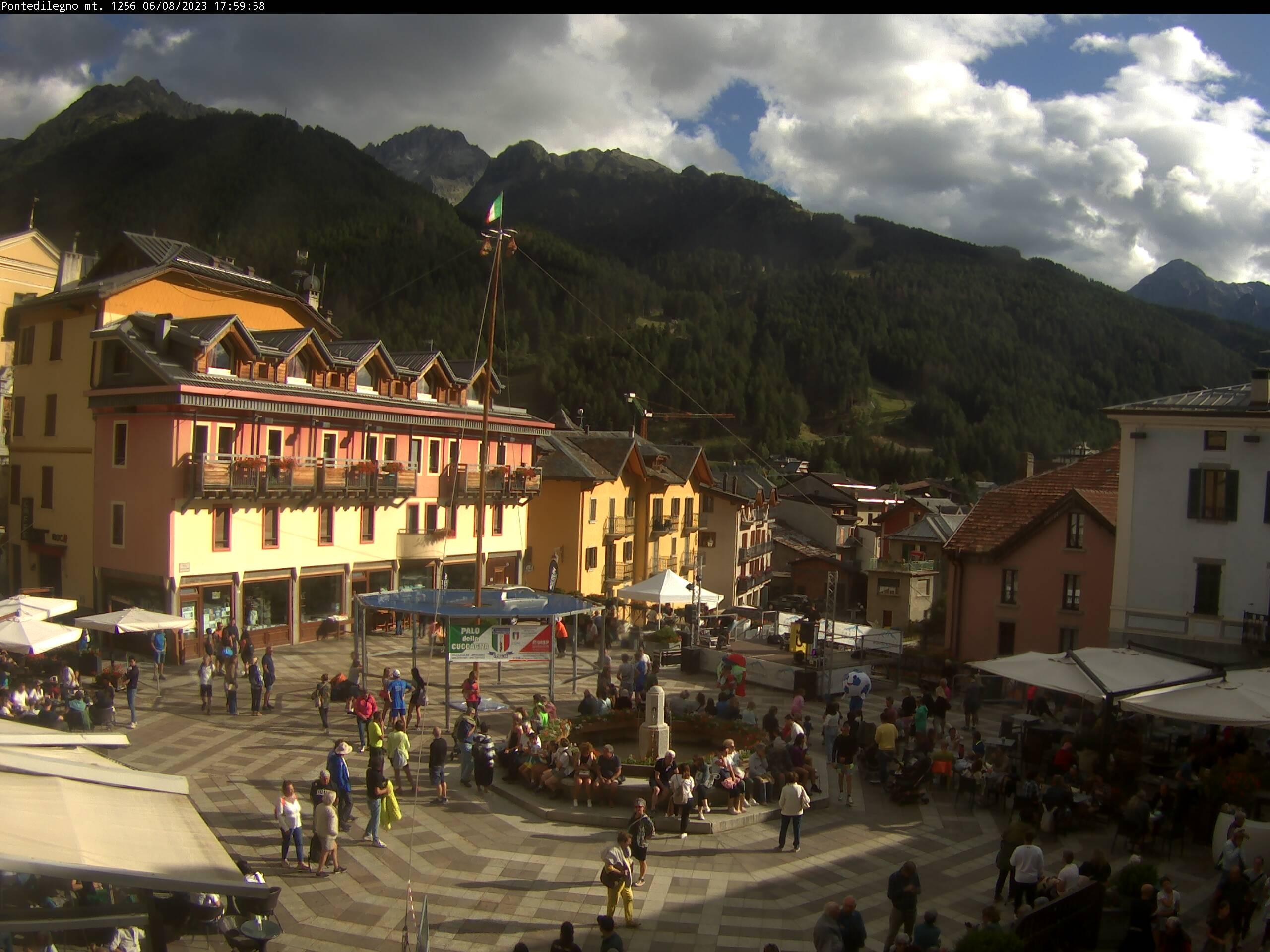 Pontedilegno main square